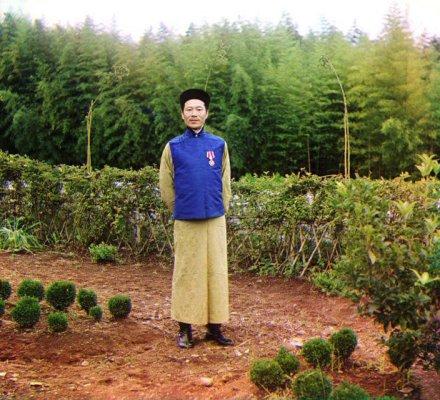 chinese-foreman-at-the-chakvi-tea-plantation-north-of-batumi-1907