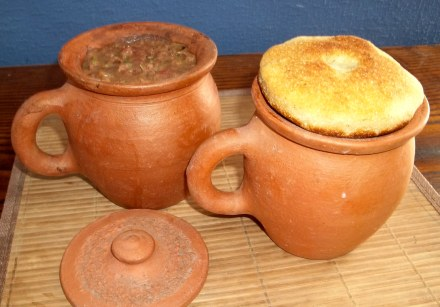 lobio-in-clay-pots-covered-with-mchadi - Copy