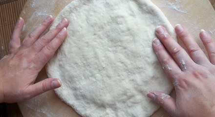 molding-the-edge-of-the-dough-for-an-imeruli-khachapuri