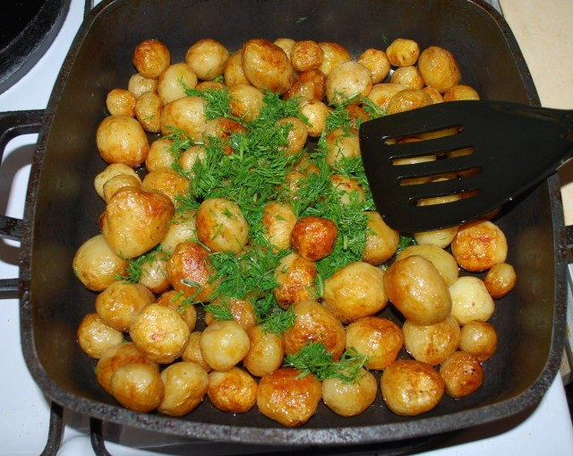 Adding Dill to Potatoes