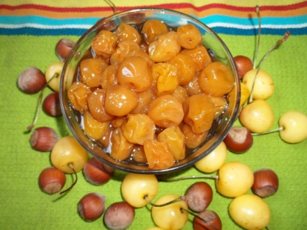 white-cherries-with-hazelnuts